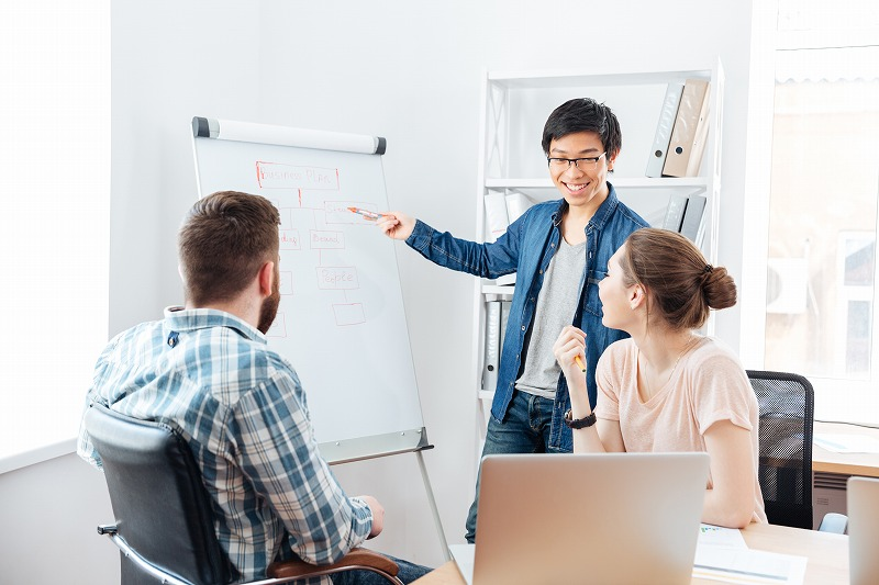 情報発信ビジネスとは?収益の仕組みやジャンル・稼ぐやり方を解説